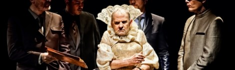 Köllő Kata: Színházi tükörbe néző