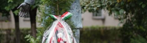 Koszorúzás és felolvasószínházi premier a magyar dráma napján Marosvásárhelyen