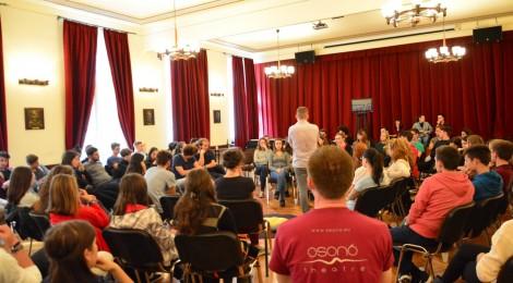 Marosvásárhelyen és Nyárádszeredában az Osonó Színházműhely fórumszínházi előadása