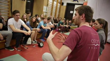 A PADIF résztvevőinek tart előadásokat az Osonó Színházműhely