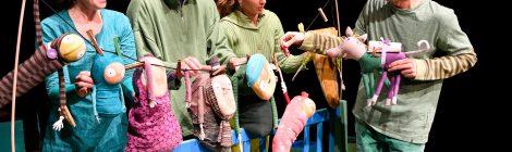Egy kupac kufli a Brighella Bábszínház műsorán