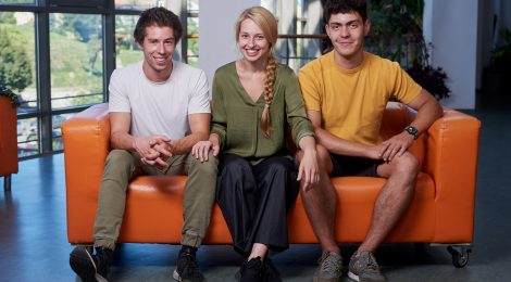 Együtt visítani a hullámvasúton – Román Eszterrel, Gedő Zsolttal és Kiss Tamással Demeter Kata beszélgetett
